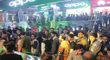 First Time in Pakistan: Customers wait in long queues to get OPPO x HSY Classic Black F1s Selfie Expert!