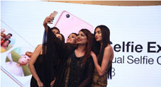 No Need of Selfie Stick after Oppo F3 Launch