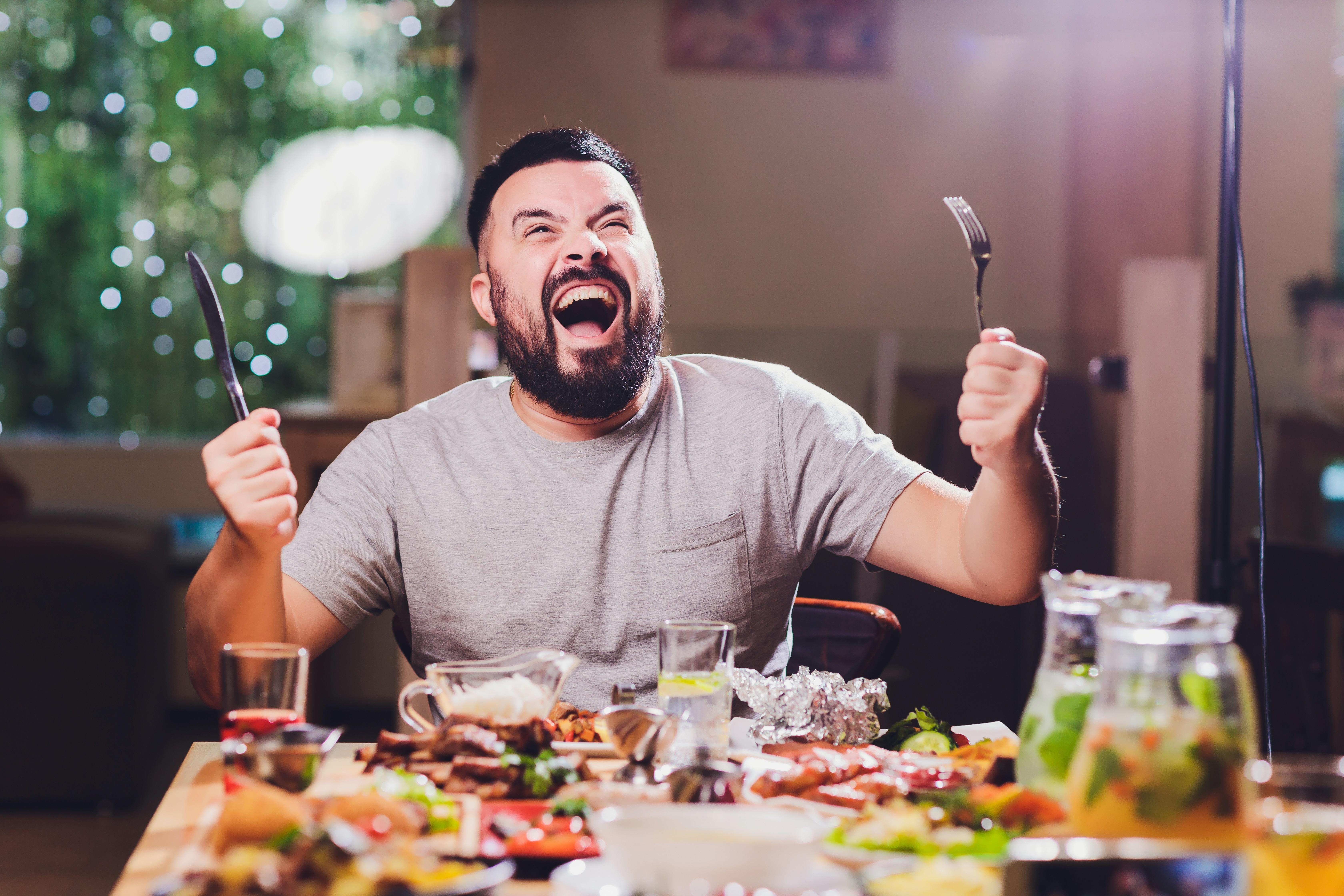 کیا آپ جانتے ہیں کہ زیادہ کھانے سے موٹاپا نہیں آتا؟ بلکہ آپ کی یہ پانچ عاداتیں آپ کو موٹاپے کا شکار بنا دیتی ہیں