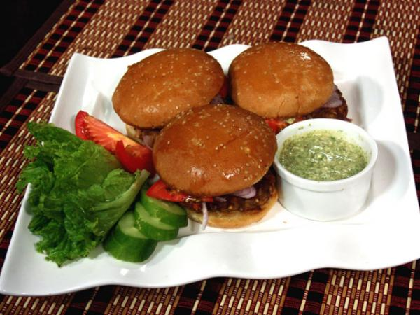 Chapli kabab burger recipe by chef sanjeev kapoor urdu recipes chapli kabab burger recipe by chef sanjeev kapoor forumfinder Gallery