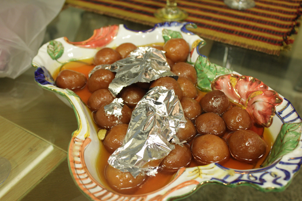 Gulab jamun recipe by shireen anwar recipes in urdu english gulab jamun recipe by shireen anwar forumfinder Gallery
