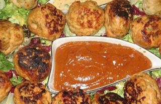 چکن بالز , مسالیدار چٹنی کے ساتھ